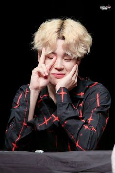 Park Jimin ☆ Fansign ☆ BTS Love Yourself `Her` Fansign ☆ Credits to the Owner Park Ji Min, Busan, Mochi, Foto Bts, K Pop, Fansign Bts, Taehyung, Oppa Gangnam Style, Cypher Pt 4