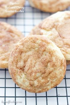 snickerdoodle cookies These are the BEST Snickerdoodles Ive ever had! Perfectly soft and chewy in the middle and crisp on the edges. A buttery sugar cookie rolled in cinnamon and sugar. This will be your go-to Snickerdoodle Cookie Recipe. Buttery Sugar Cookies, Yummy Cookies, Almond Cookies, Funfetti Cookies, Pudding Cookies, Quick Cookies, Sweet Cookies, Drop Cookies, Köstliche Desserts