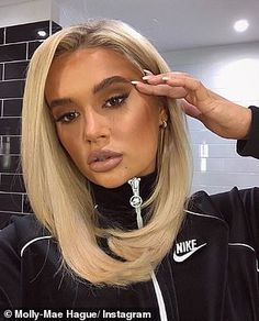 Molly-Mae Hague looks like Khloe Kardashian as she changes hairstyle New Short Hairstyles, Baddie Hairstyles, Winter Hairstyles, Pixie Hairstyles, Hair Styles For Women Over 50, Instagram Hairstyles, Grunge Hair, Hair Inspiration, Hair Inspo