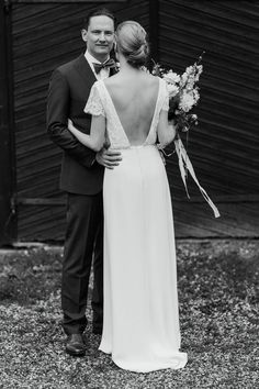Real wedding in Finland. Dress made by Pukuni (www.pukuni.fi). Wedding dress with open back, sleeves and loose top. Photography / Petra Veikkola Photography