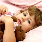 Helping Your Toddler Learn to Sleep Alone - KIWI magazine Toddler Learning, Toddler Preschool, Parenting Advice, Kids And Parenting, Rock A Bye Baby, Sleeping Alone, Night Terror, Toddler Sleep, Mother And Baby