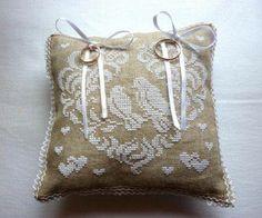 Luty Artes Crochet: Almofadas de alianças e pap de flores para aplicação . Achei na web.