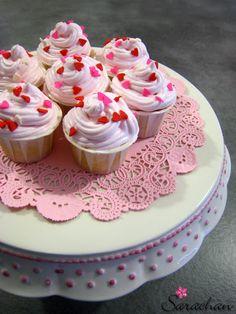 "Bloggoloso: ""It's a girl"" mini cupcake"