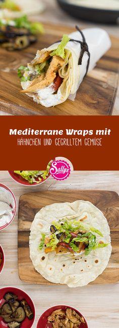 Die Wraps sind mit mediterranen Zutaten wie Hähnchen und gegrilltem Gemüse gefüllt. Nach Belieben kann das Fleisch auch weggelassen werden.