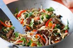 150 family dinners under 500 calories - Chilli beef noodles - goodtoknow 500 Calorie Dinners, Dinners Under 500 Calories, Low Calorie Recipes, Healthy Dinner Recipes, Whole Food Recipes, Cooking Recipes, Healthy Dinners, Leftover Beef Recipes, Leftover Roast Beef