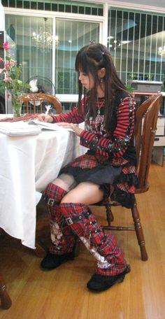 visual kei punk -- I love it! Japanese Street Fashion, Tokyo Fashion, Harajuku Fashion, Kawaii Fashion, Kei Visual, Alternative Fashion, Girls, Tartan, Plaid
