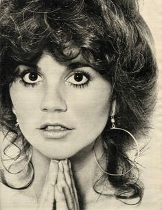 Linda Ronstadt (singer, and whose boyfriend was California Governor Jerry Brown), ca. Linda Ronstadt, Music Icon, Pop Music, Country Singers, Country Music, Jules Supervielle, Emmylou Harris, Nostalgia, Hippie Man