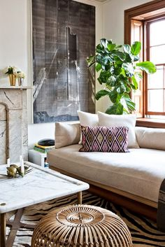 Sleek, minimalist, used-sparingly, luxe chic.  Yes! -Leslie   Photo Credit: Splendid Sass