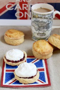 afternoon tea scones with jam and cream Tea Recipes, Baking Recipes, Party Recipes, Yummy Recipes, Afternoon Tea Scones, Good Afternoon, Yummy Treats, Delicious Desserts, British Scones