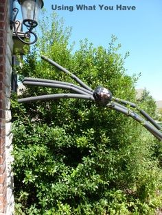 simple and cheap how to make a giant spider halloween decoration from usingwhatyouhavecom - Giant Spider Halloween Decoration