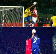 la main de thiago silva contre paraguay