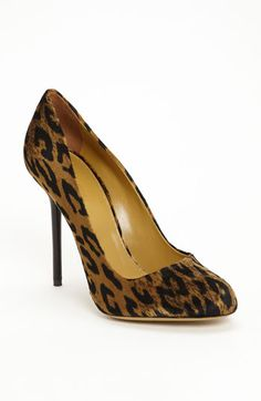 Sergio Rossi Single Sole Pump - I so wish I could were high heels again. Hot Shoes, Crazy Shoes, Me Too Shoes, Pump Shoes, Pretty Shoes, Beautiful Shoes, Sergio Rossi Pumps, Kinds Of Shoes, Womens High Heels