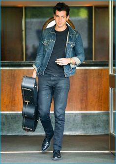 May Captured in New York City, Mark Ronson doubles down on denim. Mark Ronson, Tom Hardy, New York City, Double Denim, Denim Shirt Men, Best Mens Fashion, Fashion Tips, Casual Suit, Men Style Tips