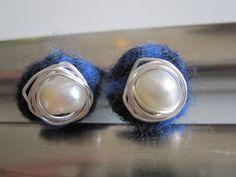 Filz Ohrstecker - Filz- und Draht-Ohrstecker in blau - ein Designerstück von Behrenperlen bei DaWanda