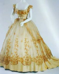 This dress demands drool. 1865 ball gown, Wien (Vienna) Museum - Visit to grab an amazing super hero shirt now on sale! 1800s Fashion, 19th Century Fashion, Victorian Fashion, Vintage Fashion, Vintage Gowns, Mode Vintage, Vintage Outfits, Vintage Clothing, Old Dresses