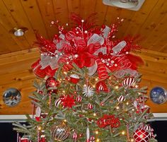 DIY HUGE TREE TOPPER. The mother of all tree toppers :) A Deco Mesh ...