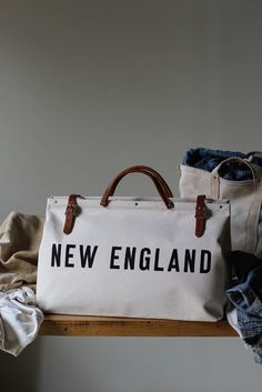 Love New England? And we just couldn't resist making a bag to show off our New England pride. The Forestbound New England Canvas Utility Bag is made from sturdy beige canvas. Canvas Weekender Bag, Canvas Tote Bags, New England Prep, Fashionable Snow Boots, Mk Purse, Couture, New Bag, Day Use, Leather Handle