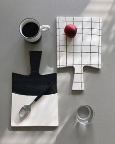 Fint uppläggningsfat för ost, frukt och annat gott! Material: keramikStorlek: 20 x 33 cm