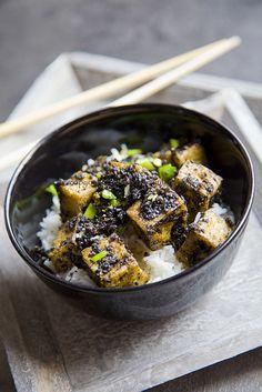 tofu with black sesam seeds and spring onion, via Flickr.