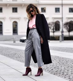 """Oh la la, grandpa pants"""", said nobody ever .but remember, if it feels right, it is right! It's as simple as that😎 . All Fashion, Work Fashion, Autumn Fashion, Womens Fashion, Fashion Trends, Fashion Design, Street Fashion, Casual Street Style, Business Fashion"""