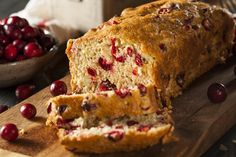 Including whole wheat flour and oatmeal in the popular cranberry orange quick bread gives you a delicious and more healthy alternative. This guide contains a cranberry bread with orange and oats recipe. Cranberry Orange Bread, Cranberry Bread, Cranberry Cheese, Orange Zest, Cranberry Recipes, Bread Recipes, Cake Recipes, Rich Cake, Make Cream Cheese