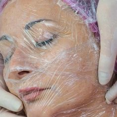 A Homemade Face Mask That Tightens The Skin Better Than Botox - Healthy Beauty Ways Short Hairstyles For Women, Cool Hairstyles, Organic Vitamins, Organic Oils, Natural Beauty Recipes, 54 Kg, Homemade Cleaning Products, Cleaning Tips, Very Short Hair