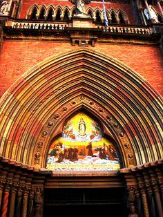 Hermosa arcada | Iglesia de los Capuchinos / Beautiful archway | Capuchin Church