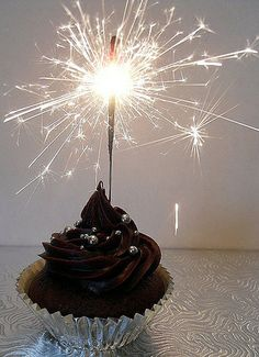 Sparklers on cupcakes to celebrate the New Year doesnt seem safe