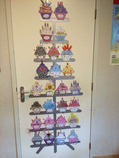Primary Classroom Displays, Preschool Classroom, Preschool Activities, Birthday Kalender, Diy Classroom Decorations, Collaborative Art Projects, Happy Birthday, Diy Calendar, Class Decoration