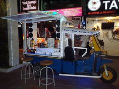 tuk tuk bar {mobile music & cocktails in thailand=aweSome}