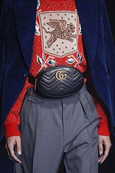 d9e141a9a89 Pochete Gucci GG Marmont Matelassé Belt Bag - Preta - Feminina