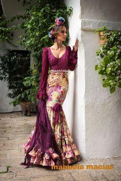 beautiful purple with a print Flamenco Costume, Flamenco Skirt, Flamenco Dancers, Flamenco Dresses, Gypsy, Spanish Dress, Mode Simple, Spanish Fashion, Mode Boho