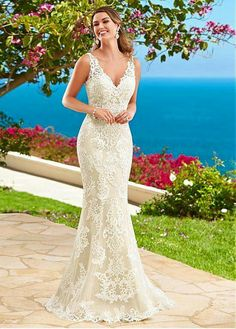 b4edebca78 Stunning Tulle V-neck Neckline Mermaid Wedding Dresses With Lace Appliques