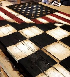 New American checkered racing flag ! Turned out really nice. Perfect for any race fans home, deck,or man cave! Sprint Cars, Race Cars, Valentina Rupaul Drag Race, Racing Bedroom, Motocross Bedroom, Nascar Room, Winchester, Racing Tattoos, Wooden American Flag
