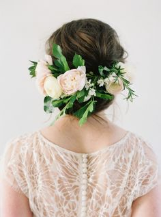 Sweet Floral Headpiece for a Spring Bride | Heather Hawkins Photography | http://heyweddinglady.com/floral-romance-blush-peonies-spring-wedding/