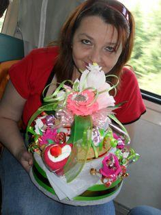 Торт из полотенцев с конфетными цветами