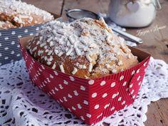 I mini plumcake alla vaniglia sono delle tortine ideali da gustare a colazione o a merenda. Non sono molto dolci; sono morbidi con una copertura croccante.