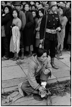 Trendy Photography Black And White People Henri Cartier Bresson Royal Photography, Candid Photography, Urban Photography, Black And White Photography, Street Photography, Minimalist Photography, Henri Cartier Bresson, Walker Evans, Black And White People