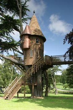 Luxury Tree Houses - For a fabulous outdoor experience, designer Pierre Leville constructed approximately 14 luxury tree houses that are uber elegant and quite modern. Luxury Tree Houses, Cool Tree Houses, Trucage Photo, Desing Inspiration, Fairytale House, Tree House Designs, Weird And Wonderful, Play Houses, Cob Houses