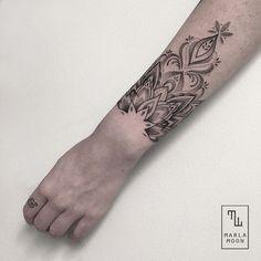 tattoo tatuagens linhas finas marla moon ornamento braço