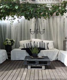 Pergola // Meidän Harmoniaa Outdoor Sectional, Sectional Sofa, Outdoor Furniture Sets, Outdoor Decor, Dream Garden, Pallets, Pergola, Home Decor, Modular Sofa