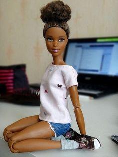 Resultado de imagem para barbie made to move collection Barbie Life, Barbie World, Barbie And Ken, Girl Barbie, Barbie Made To Move, Divas, Barbies Pics, Diva Dolls, Dolls Dolls