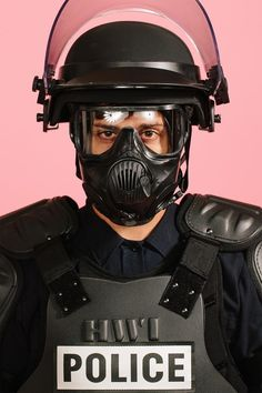 VICE obtained an exclusive look at one of the suits of body armor issued to Cleveland cops in the run-up to the Republican National Convention. Dallas Police Officers, Dallas Cops, Cleveland Police, Greek Soldier, Cop Out, Tactical Armor, Rescue Vehicles, Body Armor, Gears