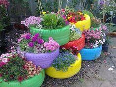 Idea for side garden? Tire Garden, Garden Yard Ideas, Backyard Garden Design, Diy Garden Projects, Garden Crafts, Diy Garden Decor, Backyard Landscaping, Garden Art, Yard Design