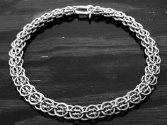 chainmaillecrafting.com Chainmaille weaves, patterns, jewellery, pendants examples