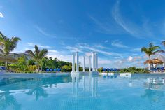 Jamaika, Lucea. Tässä hotellissa on Jamaikan suurin uima-allas, kooltaan peräti 4 500 m².  http://www.finnmatkat.fi/lomakohde/jamaika/lucea/grand-palladium-lady-hamilton/?season=talvi-13-14 #Finnmatkat