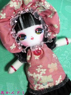 桜の季節に間に合いました!ピンク地に白桜の愛らしい生地です。お洋服はストンとしたAラインのワンピース。裾とお袖に、黒に近い深い深い紫を併せて大人っぽく可愛いく...|ハンドメイド、手作り、手仕事品の通販・販売・購入ならCreema。