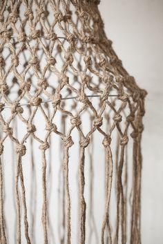 Diagnoosi:sisustusmania: Rysävalaisin teko-ohje kuvineen Rope Crafts, Diy And Crafts, Diy Chandelier, Lamp Shades, Knitting, Mandala, Handmade, Couture, House