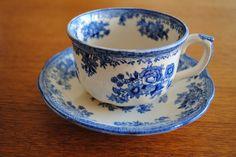 Old Gustavsberg - Pheasant cup and saucer Personal Taste, My Cup Of Tea, Coffee Set, China Patterns, Vintage Tea, Drinking Tea, Ceramic Pottery, Bone China, Tea Set