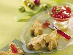 Pesto Biscuits Bet these would be good with pasta or chicken/veal parm instead of Italian bread. Spicy Recipes, Bread Recipes, Speed Up Metabolism, Best Italian Recipes, Italian Bread, Pastry Blender, Biscuit Recipe, Betty Crocker, Freshly Baked